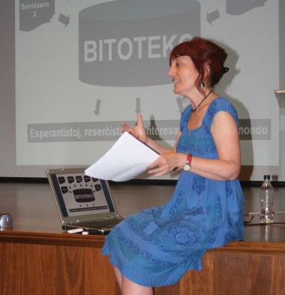 Ana Manero prelegas pri Bitoteko